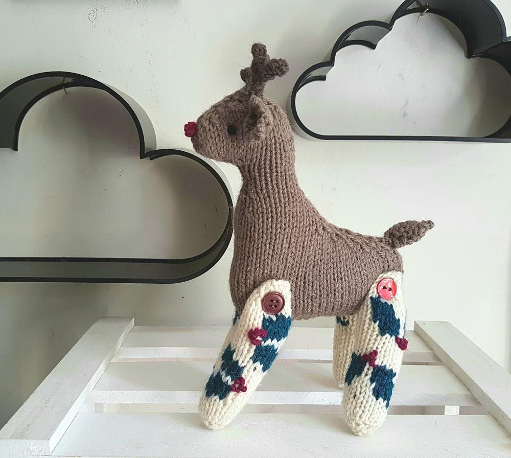 reindeer tail template - christmas reindeer knitting pattern improvers knitting